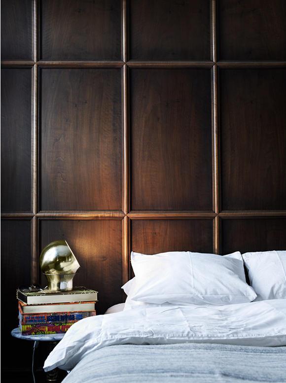 Drewniana, ciemna ściana z drewna