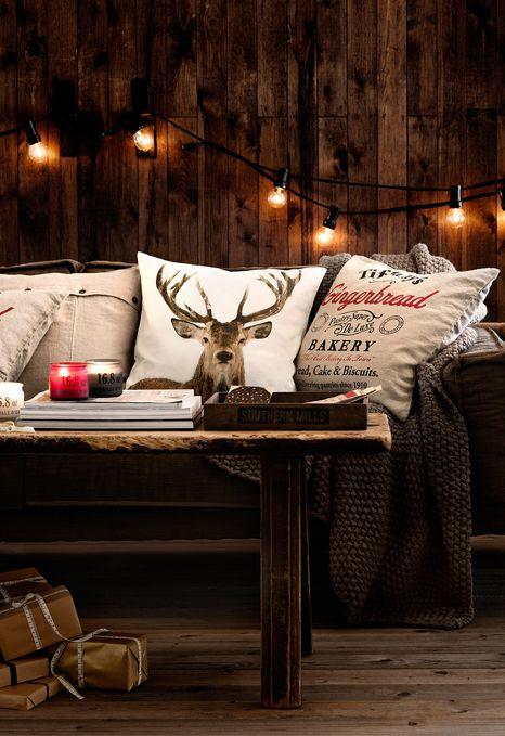 kanapa z poduchami w jelenie