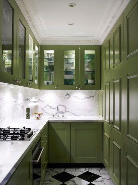 kuchenka gazowa w zielonej kuchni