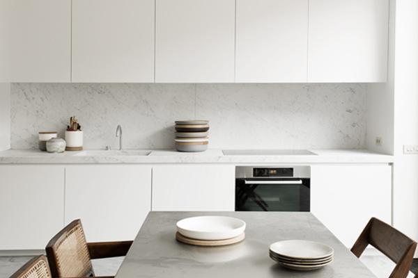 płyta indukcyjna w nowoczesnej kuchni