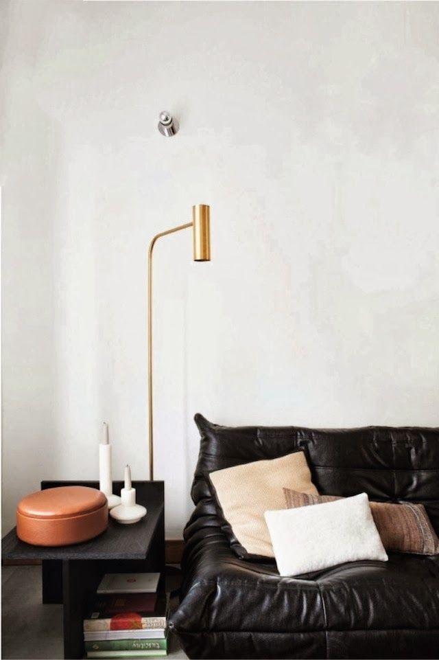 minimalistyczna złota lampa
