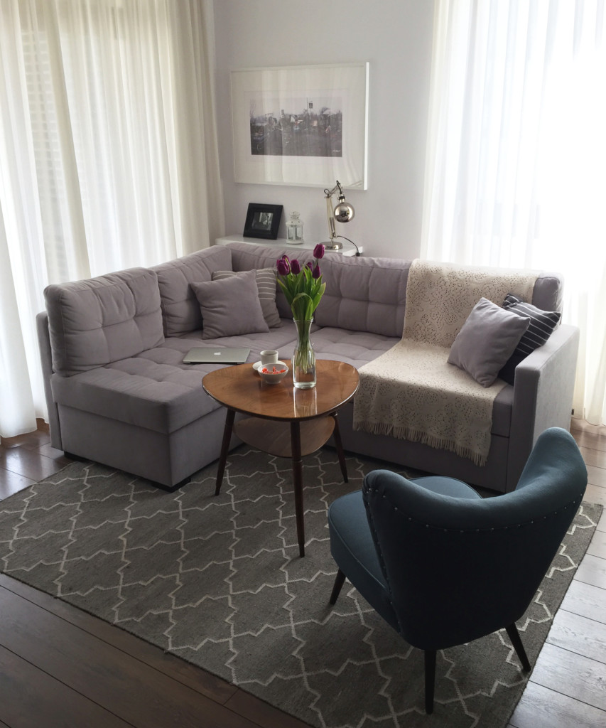 Beżowa kanapa narożna