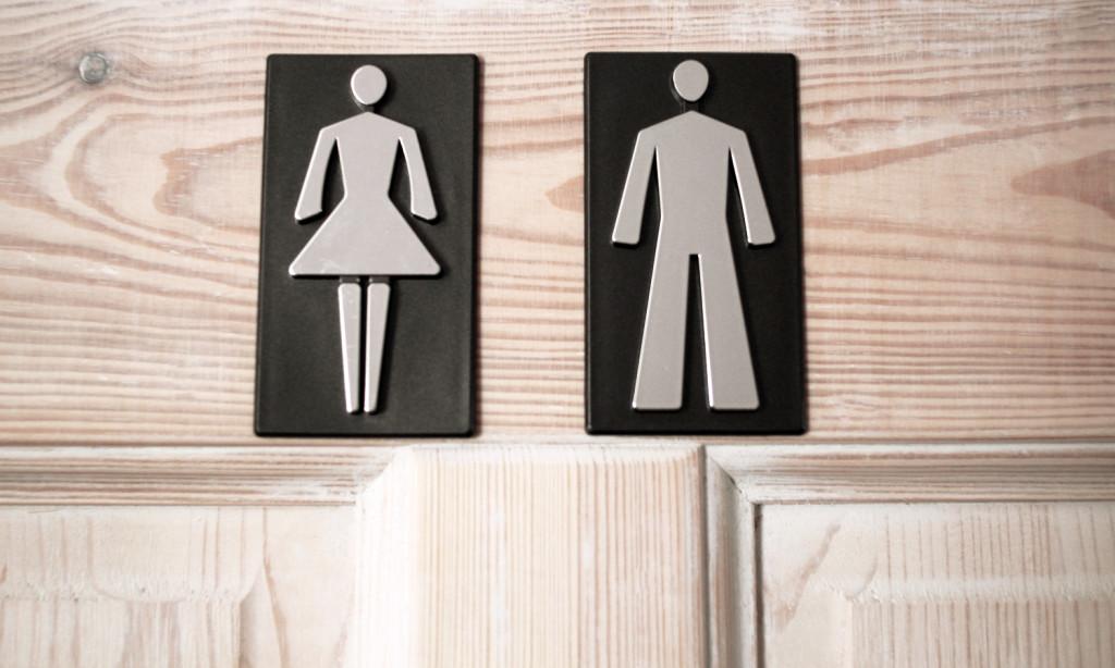 Tabliczki na drzwiach do łazienki