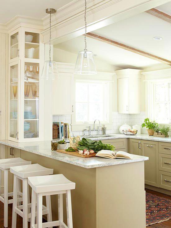 szklana lampka oświetlająca blat kuchenny