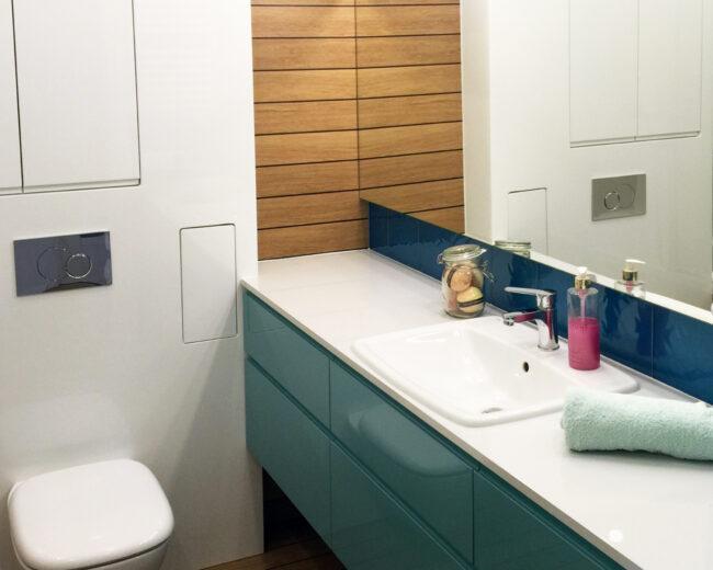 Morska łazienka z drewnem