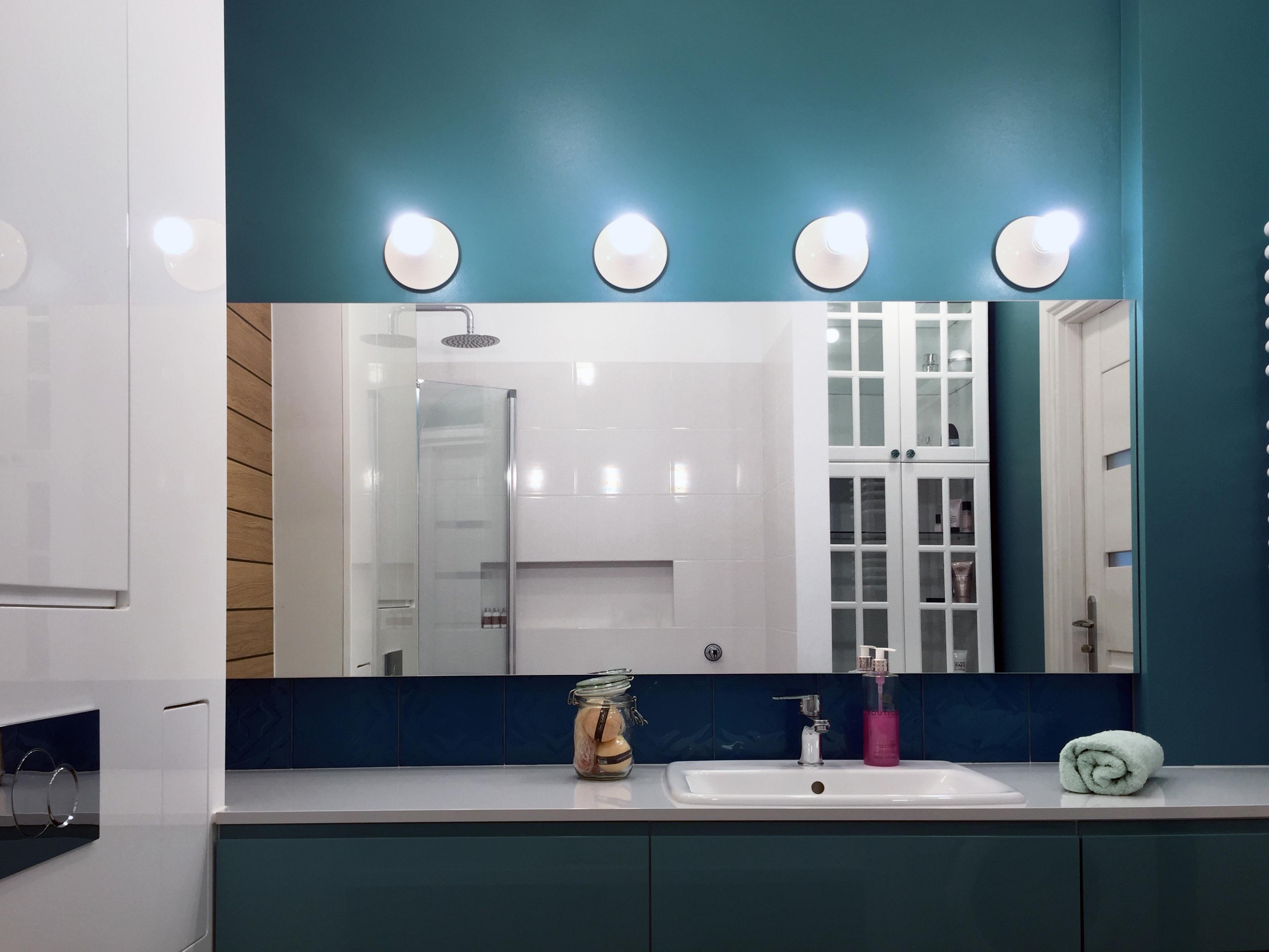 Łazienka w pełnym oświetleniu