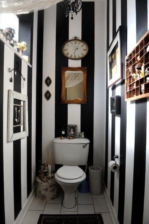 pionowe pasy w toalecie