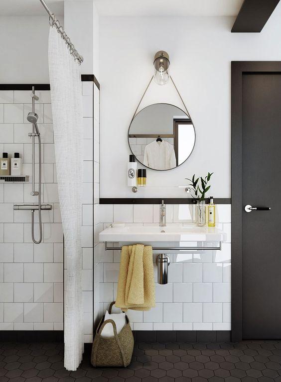 projekt łazienki - kinkiet i okrągłe lusterko