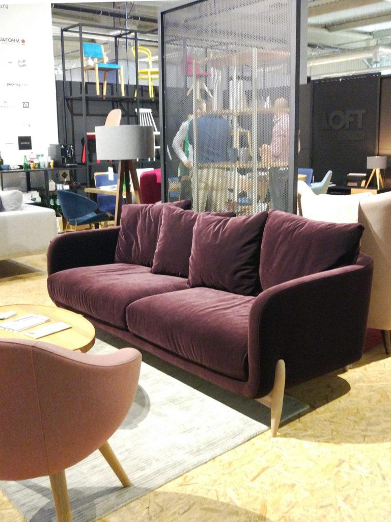 Oberżynowa sofa z weluru