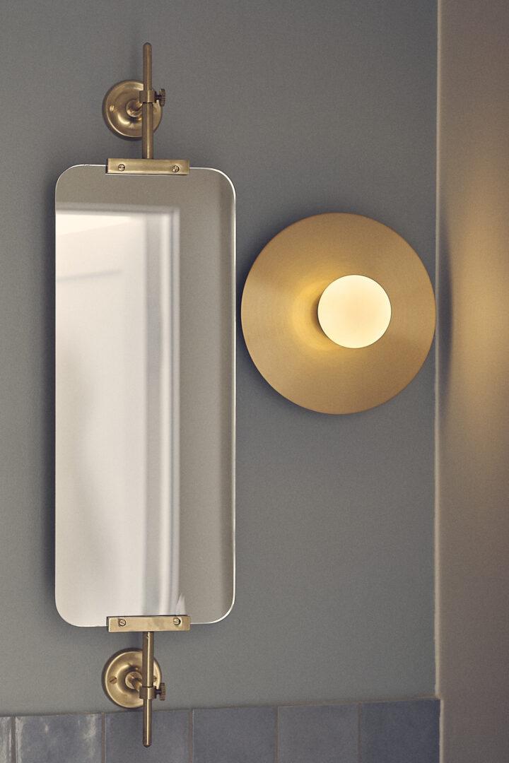 lustro w toalecie